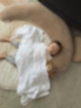 大好きなくまのぬいぐるみオルサとお昼寝