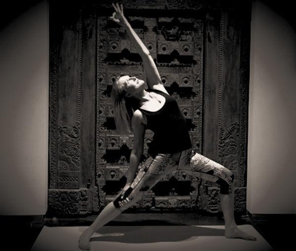 YogaPerfectionnement-1_edited.jpg