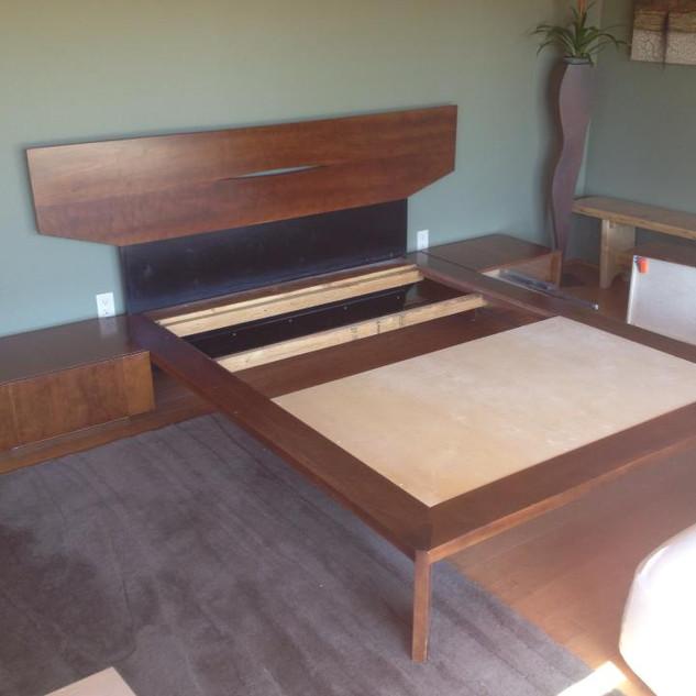 Iskowitz Bed and Nightstands