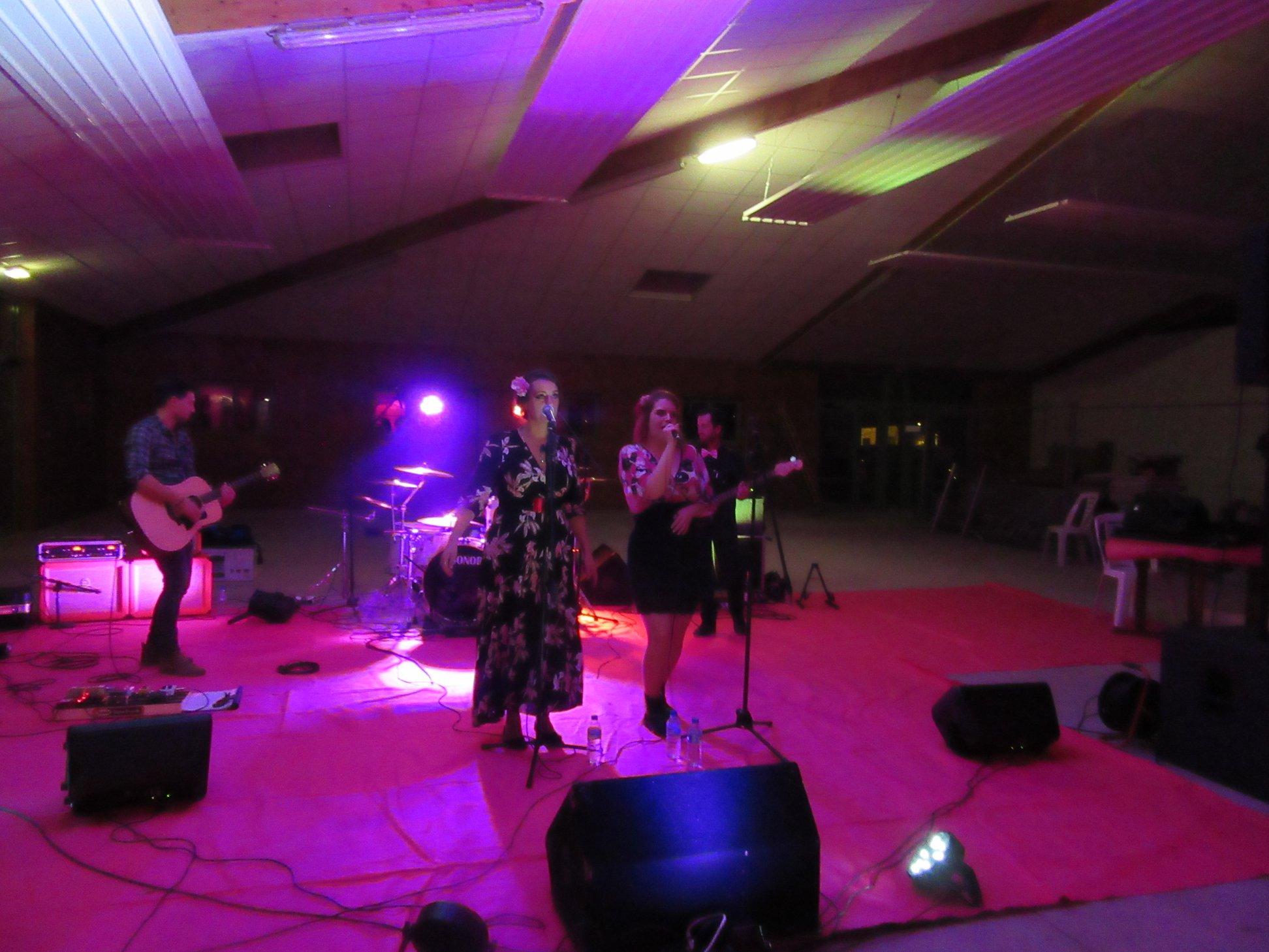 grande salle de restau - concert 4