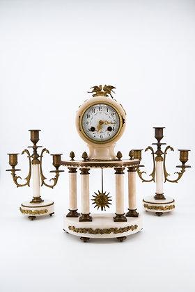 C1890 法國大理石鍍金時鐘,相配一對燭台