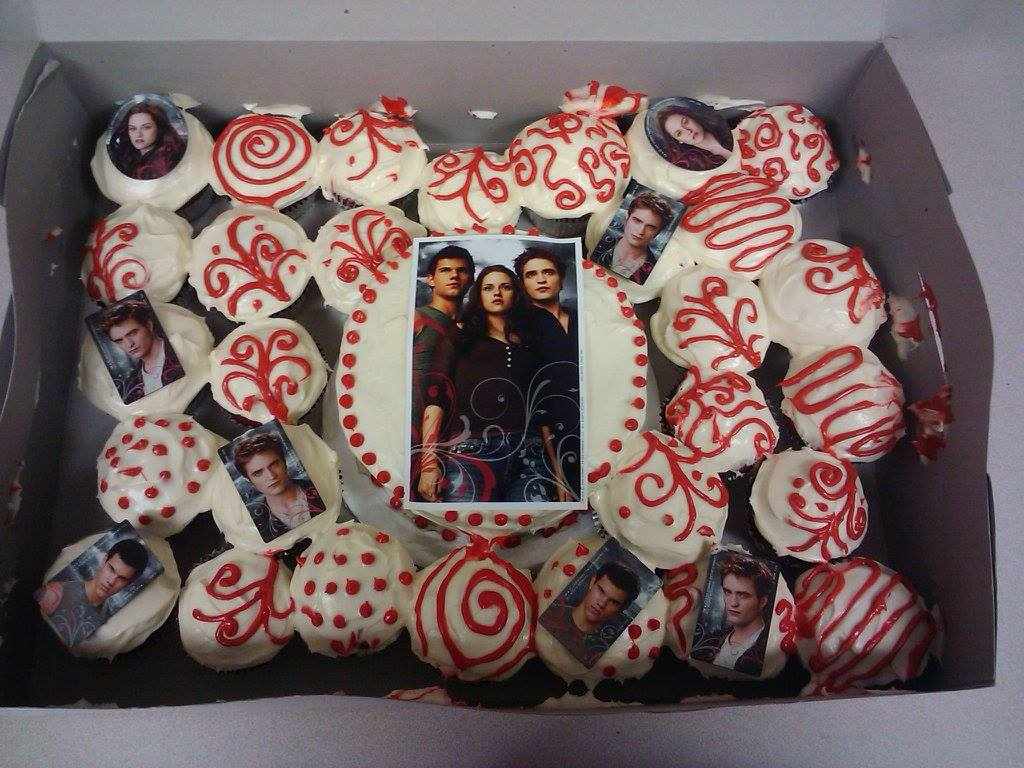 Twilight Cake and Cupcakes