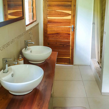 domus_camp_lusaka_bathroom1.jpg