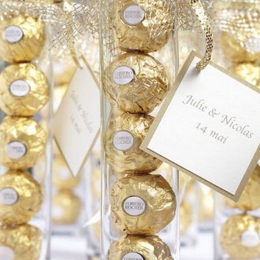 Edible-Ferrero-Rocher-wedding-favors.jpg