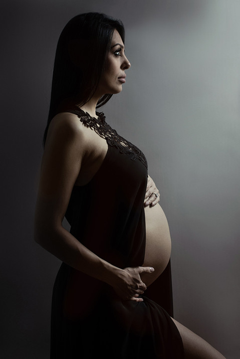 Newborn and maternity photographer.jpg