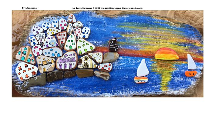 Paese al Tramonto sul mare e Torre saracena di sassi dipinti su legno di mare