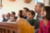 Pessoas na igreja