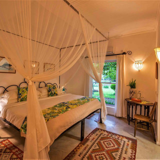 All ensuite superking or large twin berooms at River Farmhouse at Waterberry Lodge