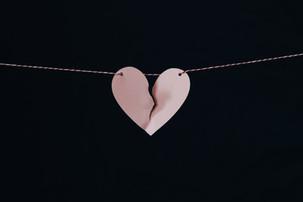 Πώς κατασκευάζεται μια κακοποιητική σχέση