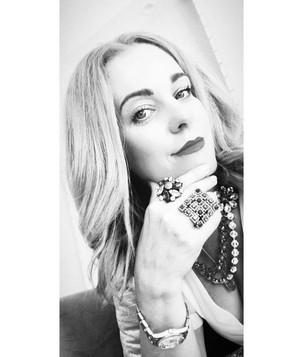 Rise in Style: η συνέντευξη της Πόπης Διβινή για το @SheWorks