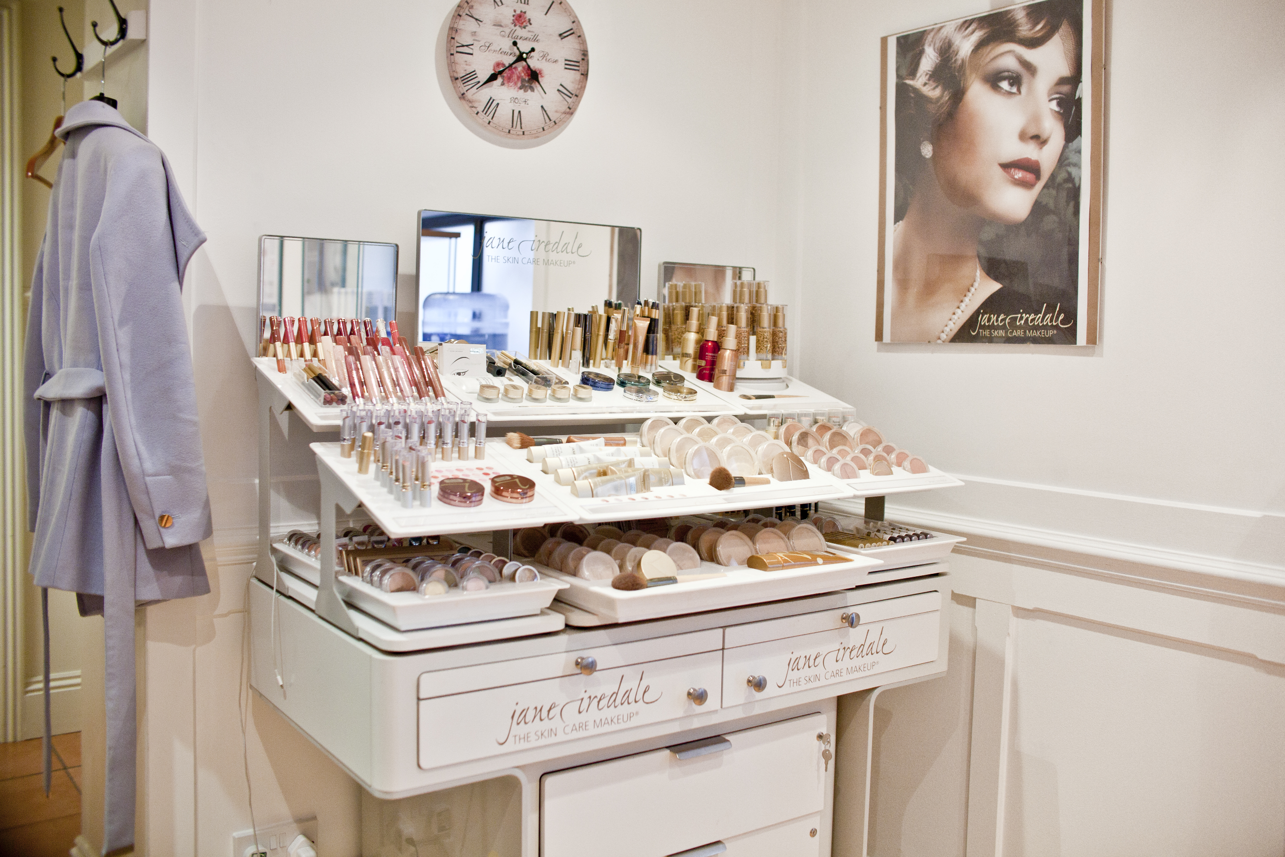 jane iredale table