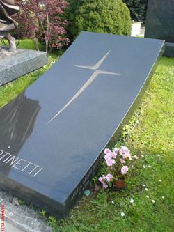 monument-en-granit-noir
