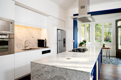 cuisine-marbre-blanc-et-gris