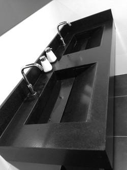 salle-de-bain-granit-noirJPG