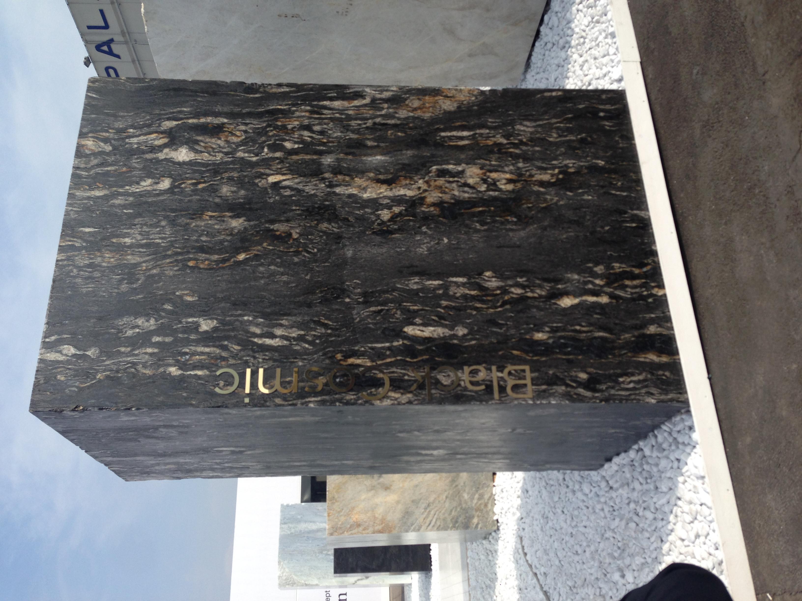 bloc-marbre-noir