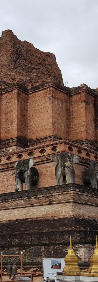 Wat Chedi Luang Chiang Mai.jpg
