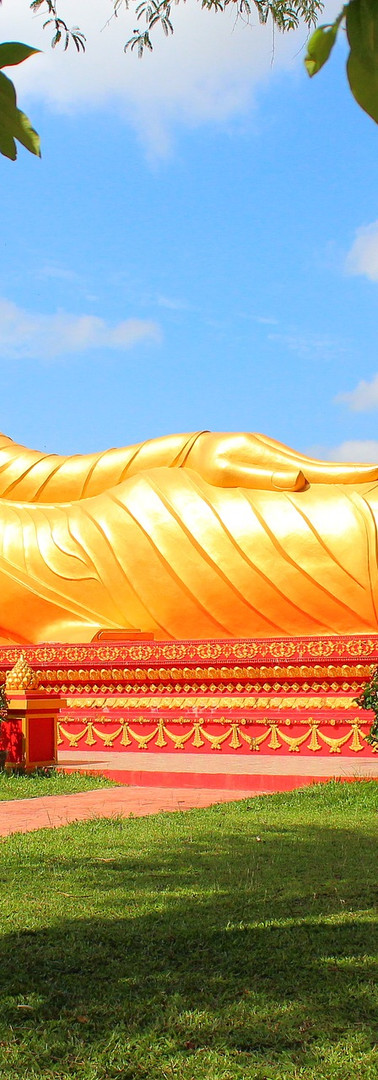 Reclining Buddha Vientiane.jpg
