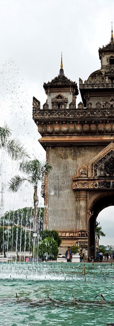 Patuxay Monument Vientiane.jpg