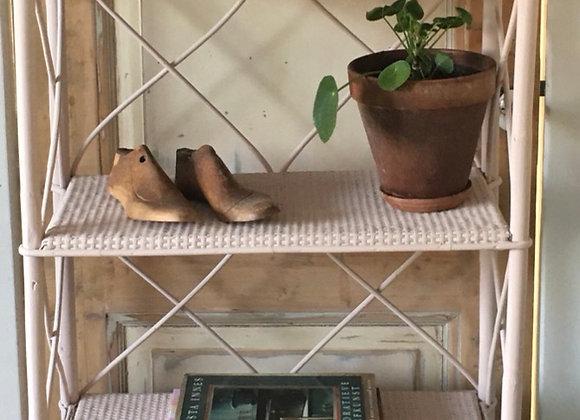 Bamboe kast met rieten deurtjes