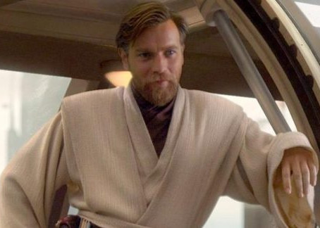 "Ewan McGregor tells ET ""Kenobi"" production starts in 2021, will be single season"