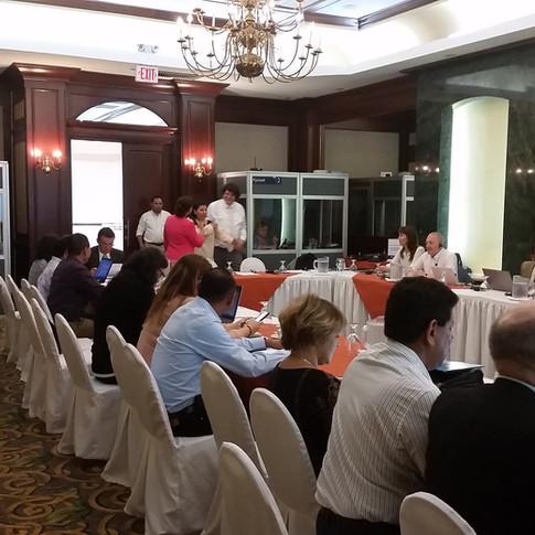 Reunión de trabajo multilingüe