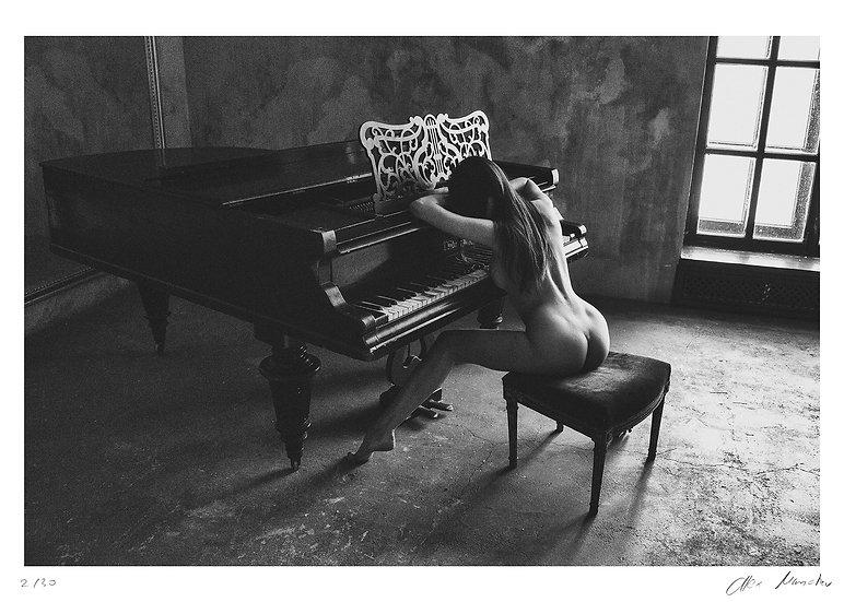 Alex Manchev - Piano girl