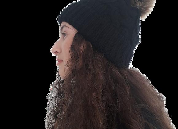כובע צמות שחור פונפון