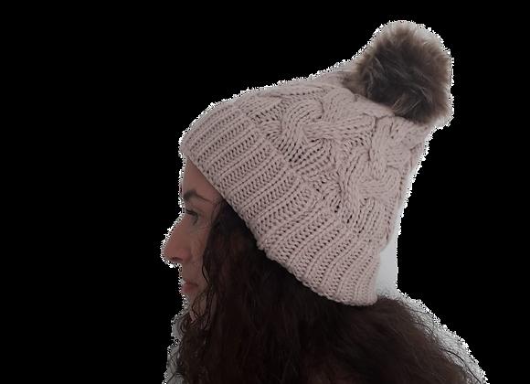 כובע צמות פונפון בייז' עדין