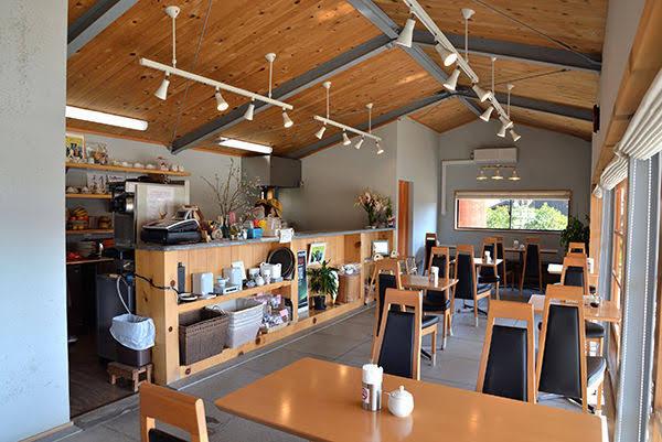 石のカフェ・店内様子