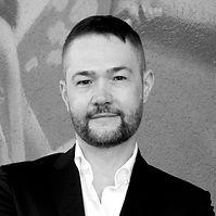 Ulrich-Ruhnke-Editorial-retuschiert.jpg