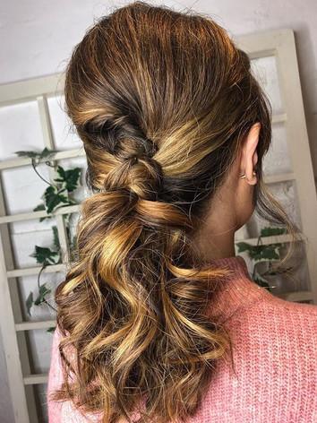 60's inspired pony 🌳 . . . #ponytail #b