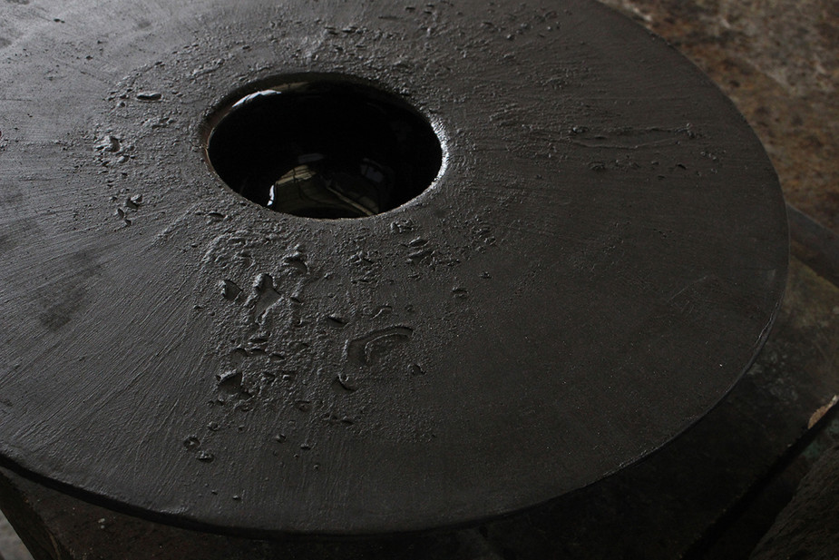 Rough black ceramic (moon surface)  Ø400 x 120 mm