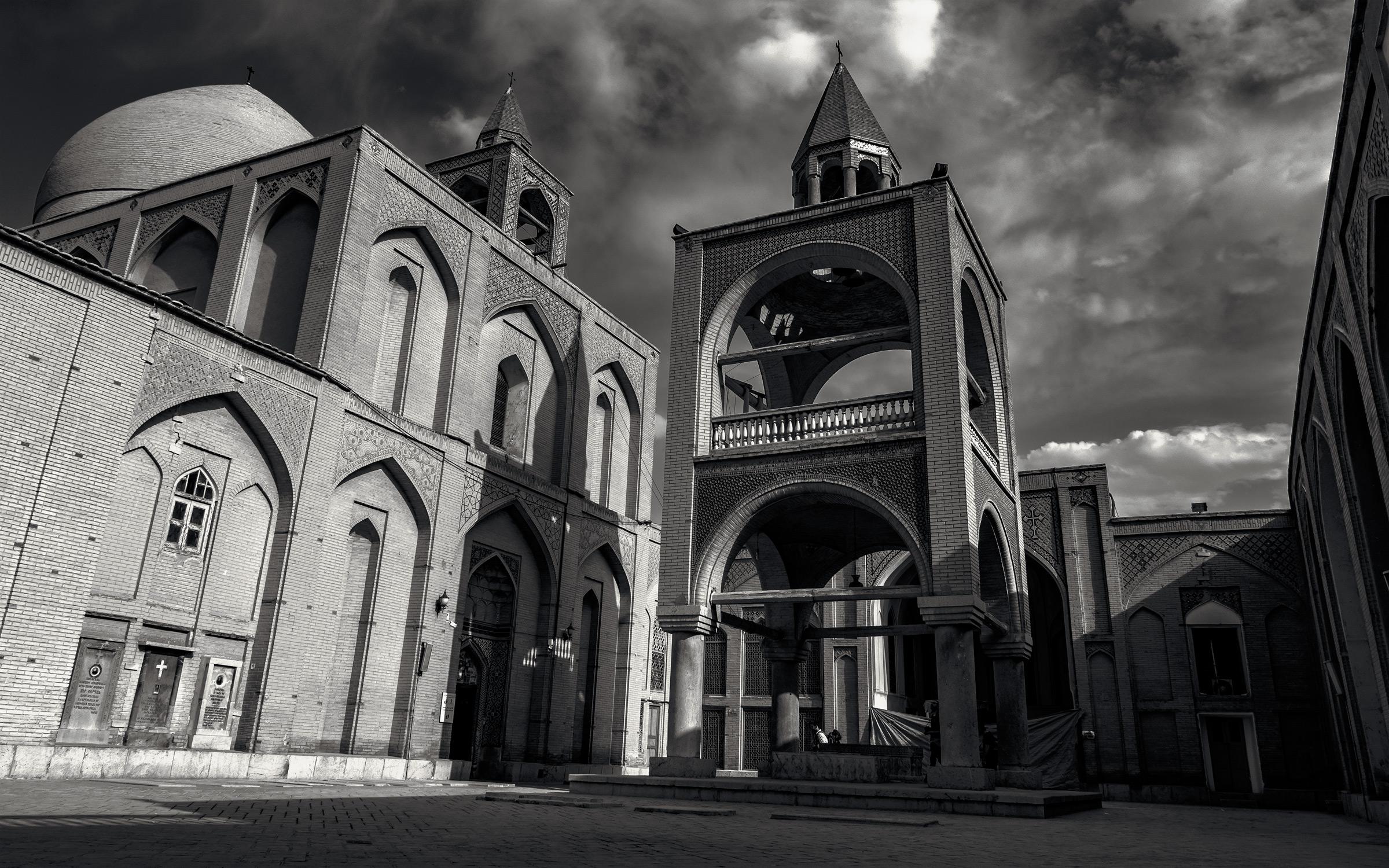 Crucifixes-in-Isfahan