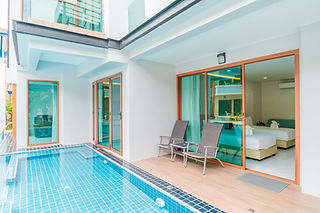 Grand Pool Access Room