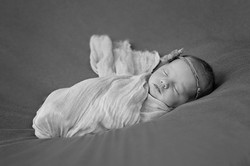 Newborn_BW_Wrap_Jewel.jpg