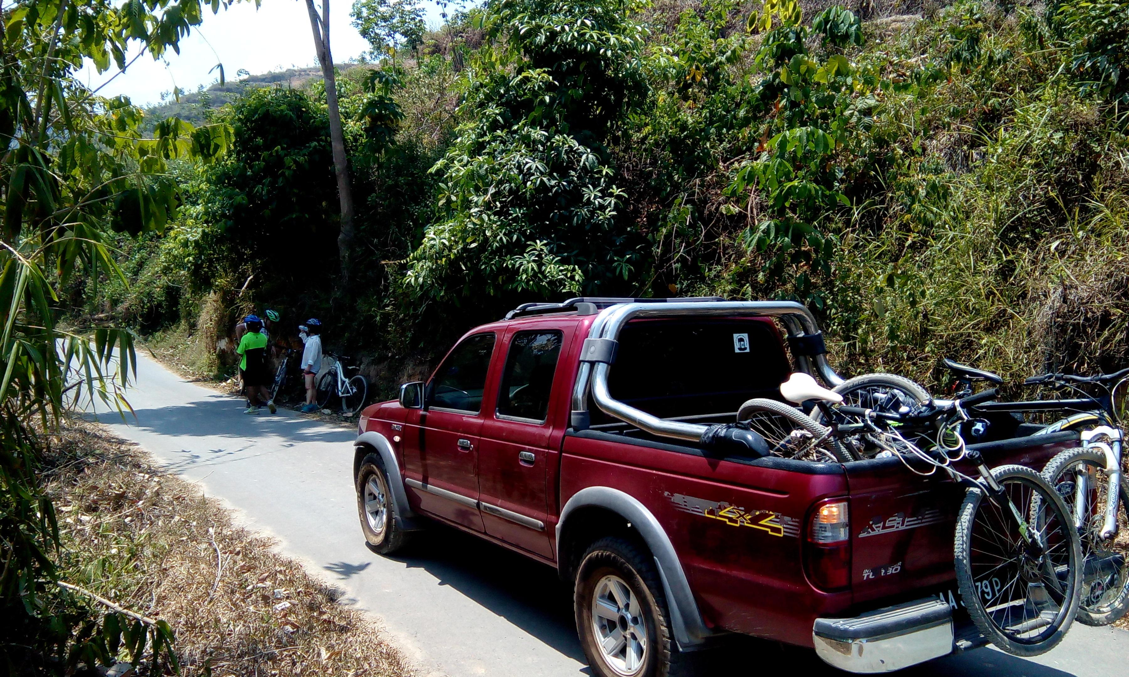 Bike Borneo support vehicle