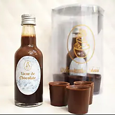 Licor de Chocolate com copinhos de chocolate