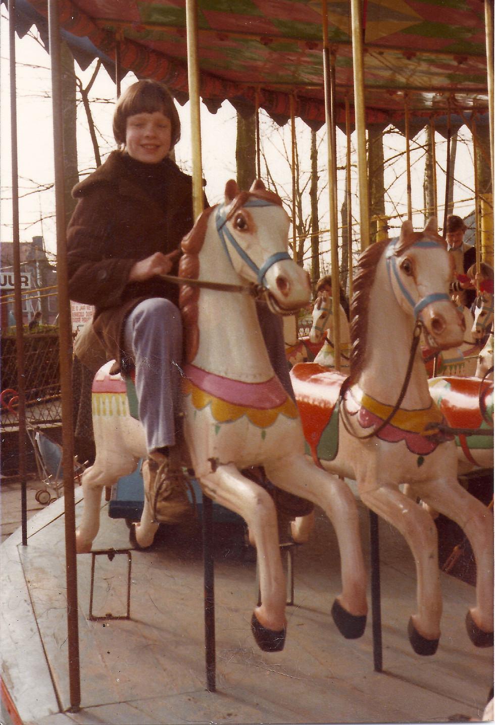 Gieselinde op paardemolen Diana Bekaert.