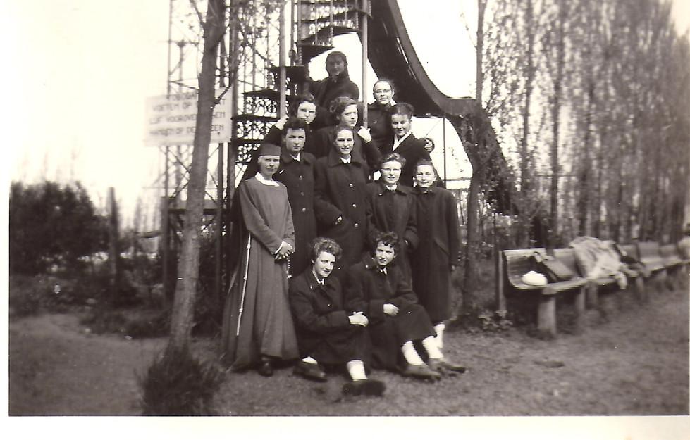1955 grauwzusters daiselpark Alma 2.jpg