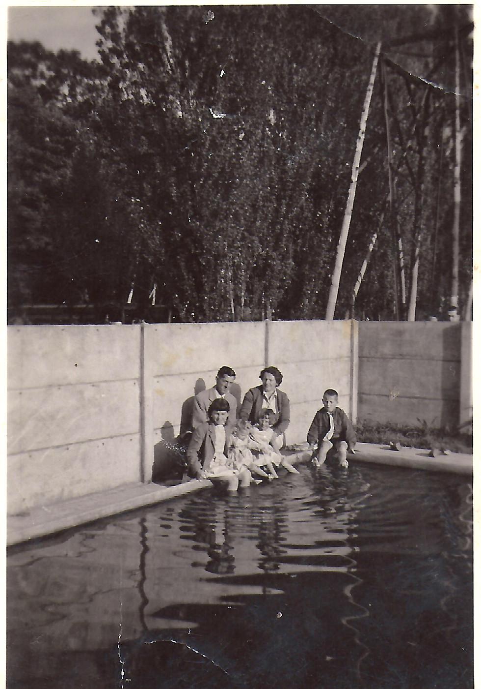 Familie Feys aan zwembad-CFeys.jpg