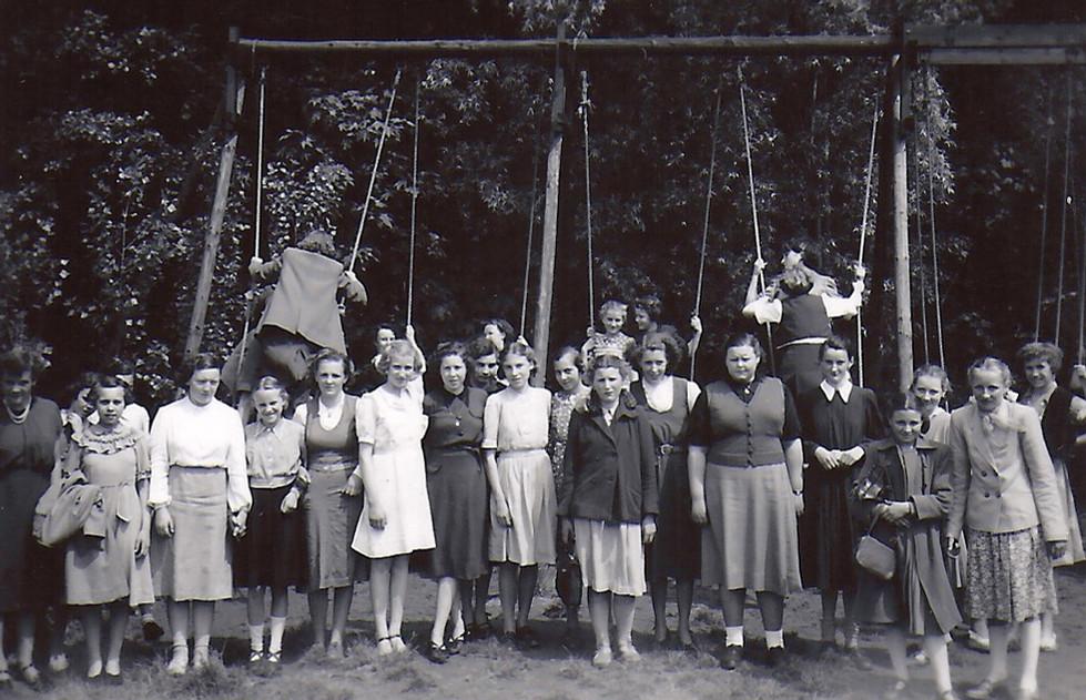 VKAJ in Dadipark 1952-Jenny Samyn.jpg