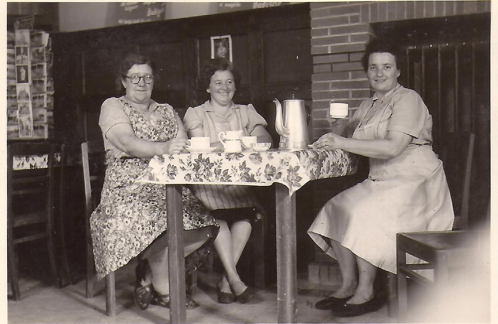Suz Loyson,Zulma Dussessoye,Jeanne Schot