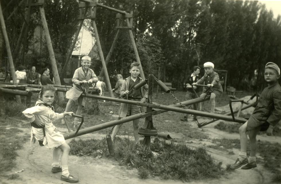 1956.08.14 Dadizele - Speelplein - Annie