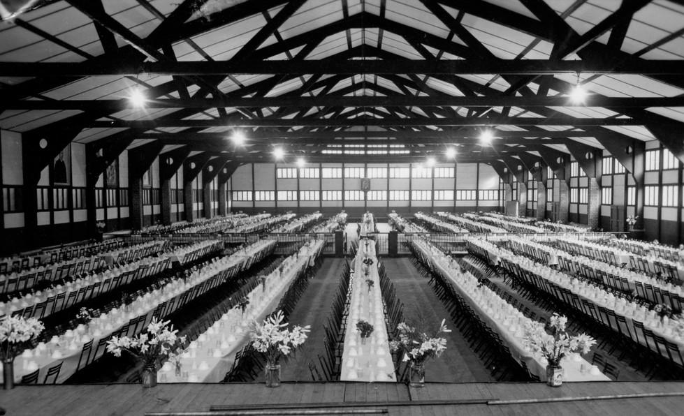 grote zaal speelplein rond 1955.jpg