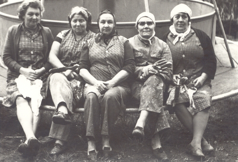 rond 1960 personeel dadipark 2.jpg