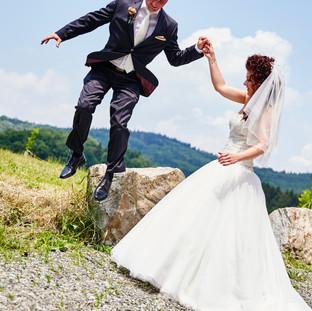 Brautpaar - Sprung ins neue Leben