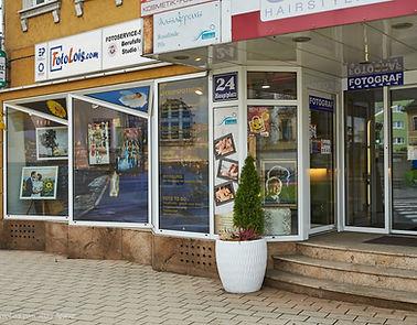 Geschäftsansicht mit Eingangsbereich von außen