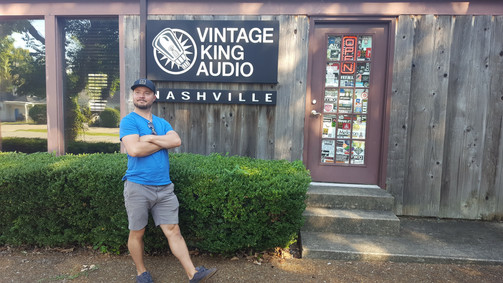 Vintage King in Nashville.  YESSSSSS......