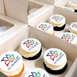 Cupcakes%20met%20logo_edited.jpg
