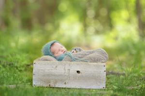Metro Detroit Outdoor Newborn Photo